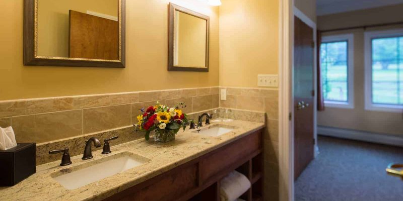 Streamside Cottage King Bathroom | Streamside Cottage Rooms | Skytop Lodge