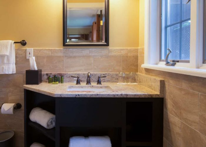 Cottage King Bathroom | Rooms at The Cottages | Skytop Lodge
