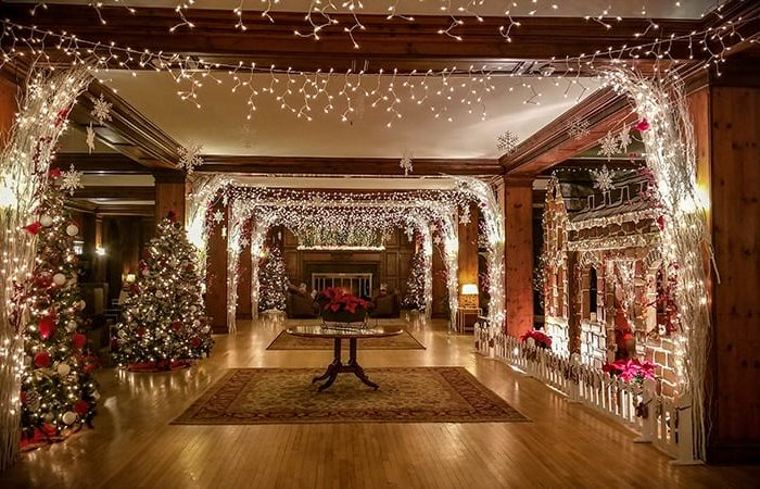 Where to Spend Christmas in the Poconos | Skytop Lodge